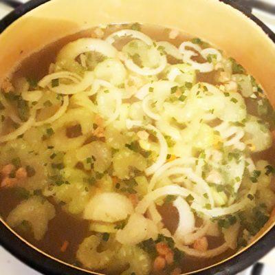 Яичный японский суп с лапшой и сельдереем - рецепт с фото