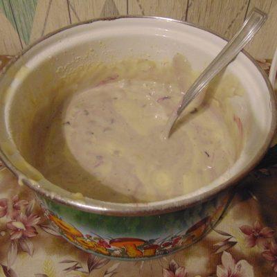 Фото рецепта - Бисквит с чёрной смородиной - шаг 3