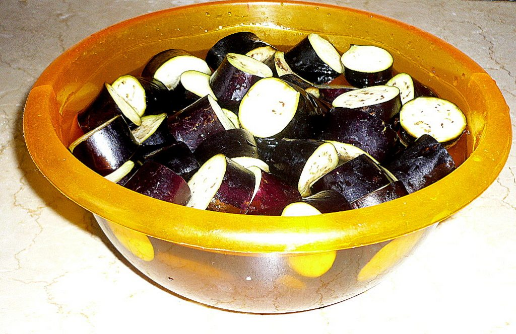 Фото рецепта - Кебаб из свино-говяжьего фарша с баклажанами (по-турецки) - шаг 1