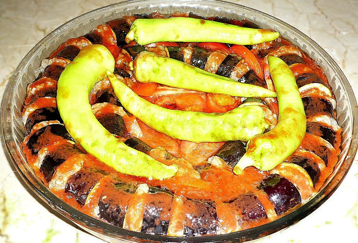 Кебаб из свино-говяжьего фарша с баклажанами (по-турецки)