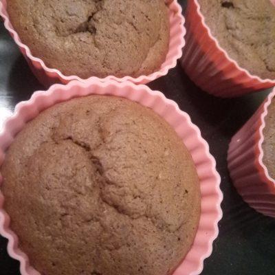Фото рецепта - Шоколадные маффины без сахара с бананом - шаг 4
