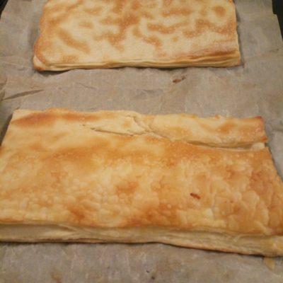 Фото рецепта - Слоеный пирог с сардиной и яйцами - шаг 1