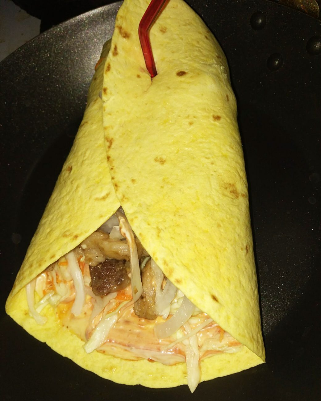 Шаурма в тартилье с мясом и овощами