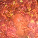 Фото рецепта - Борщ красный с салом и чесноком - шаг 3