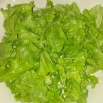 "Фото рецепта - Свежий овощной салат с сухариками ""Хрустинка"" - шаг 2"