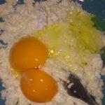 Фото рецепта - Сладкие сырники из домашнего творога - шаг 1