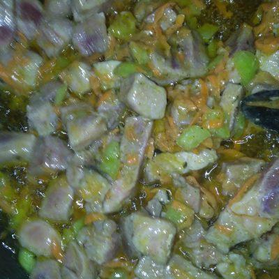 Фото рецепта - Картофельное рагу со свининой - шаг 4