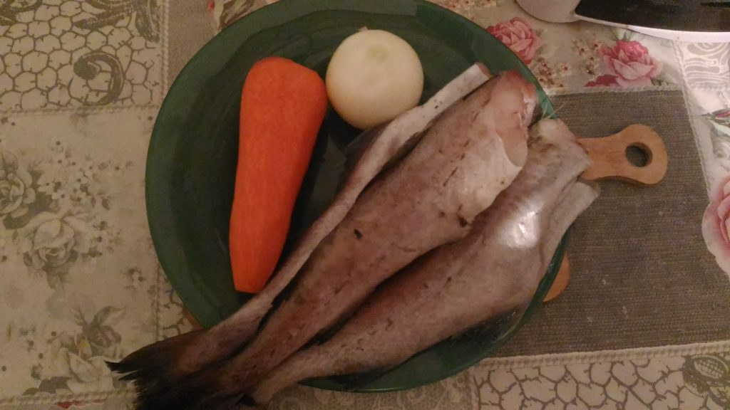 Фото рецепта - Тушеный минтай с овощами - шаг 1