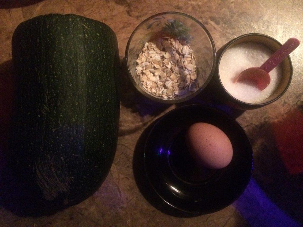 Фото рецепта - Кабачковые оладьи с геркулесом - шаг 1