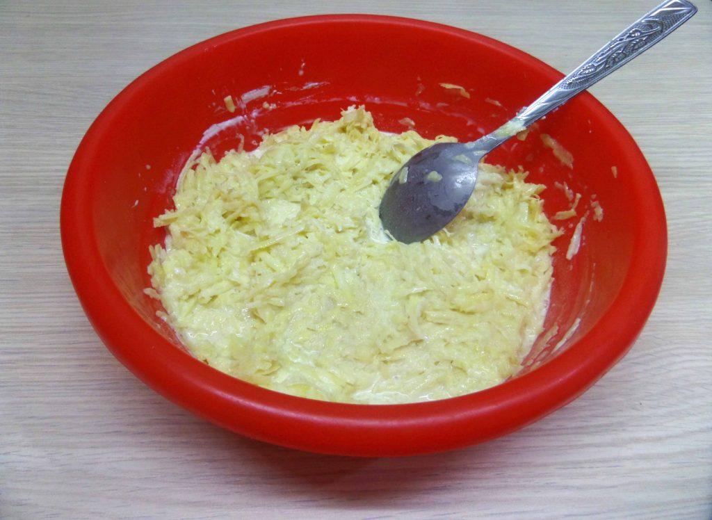 Фото рецепта - Жаркое горшочках из картофеля и свинины с вешенками - шаг 6