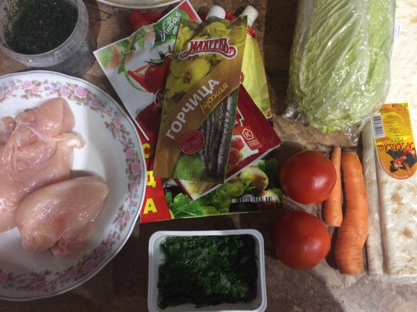Фото рецепта - Домашняя шаверма с курицей и томатами - шаг 1