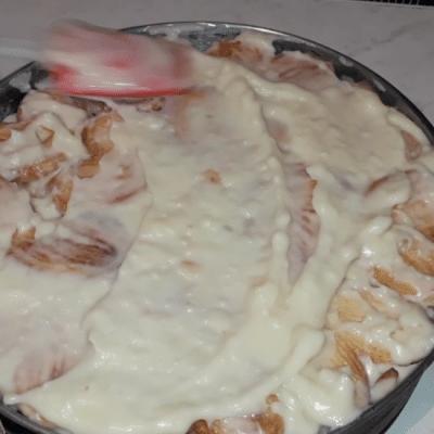 """Фото рецепта - Торт """"Наполеон"""" из слоеного печенья с заварным кремом - шаг 8"""