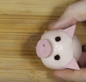 Фото рецепта - Новогодние свинки из фаршированных яиц - шаг 7
