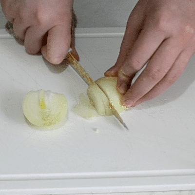 """Фото рецепта - Салат """"Снежные сугробы"""" с курицей и яйцами - шаг 4"""