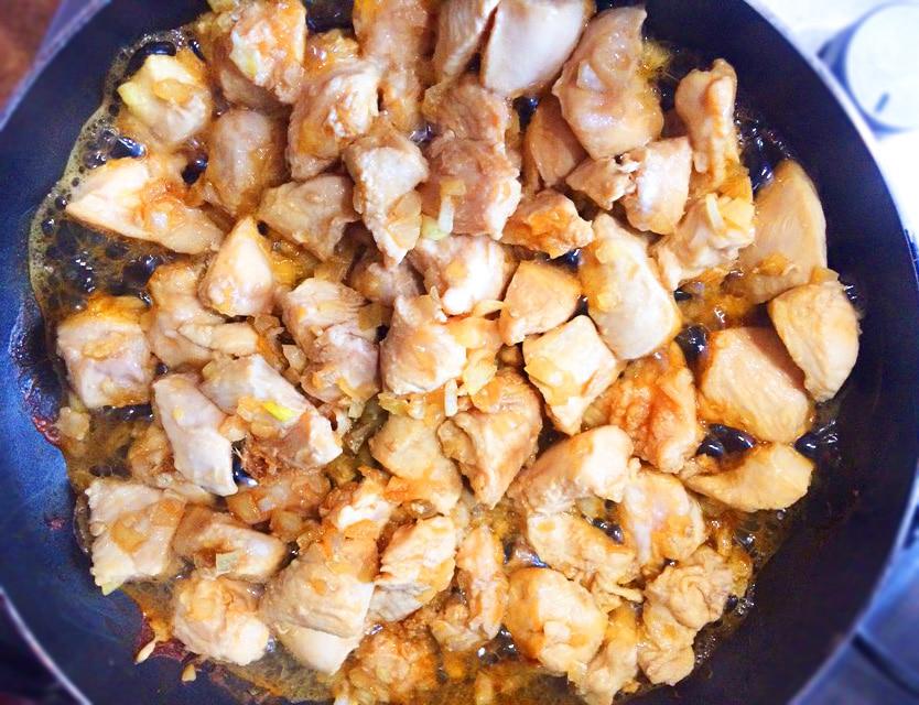 Курица кусочками по-азиатски на сковороде