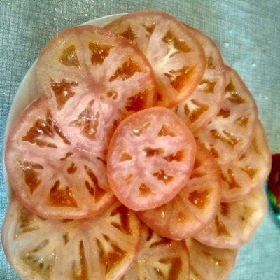 Фото рецепта - Острая закуска из помидор с сыром - шаг 1
