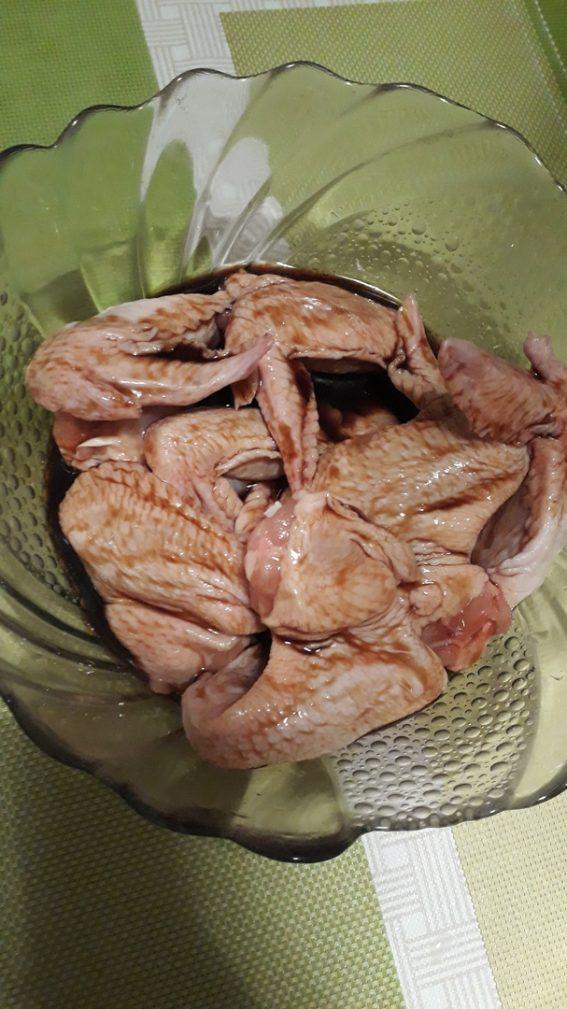 Фото рецепта - Куриные крылышки в маринаде из соевого соуса на гриле - шаг 2