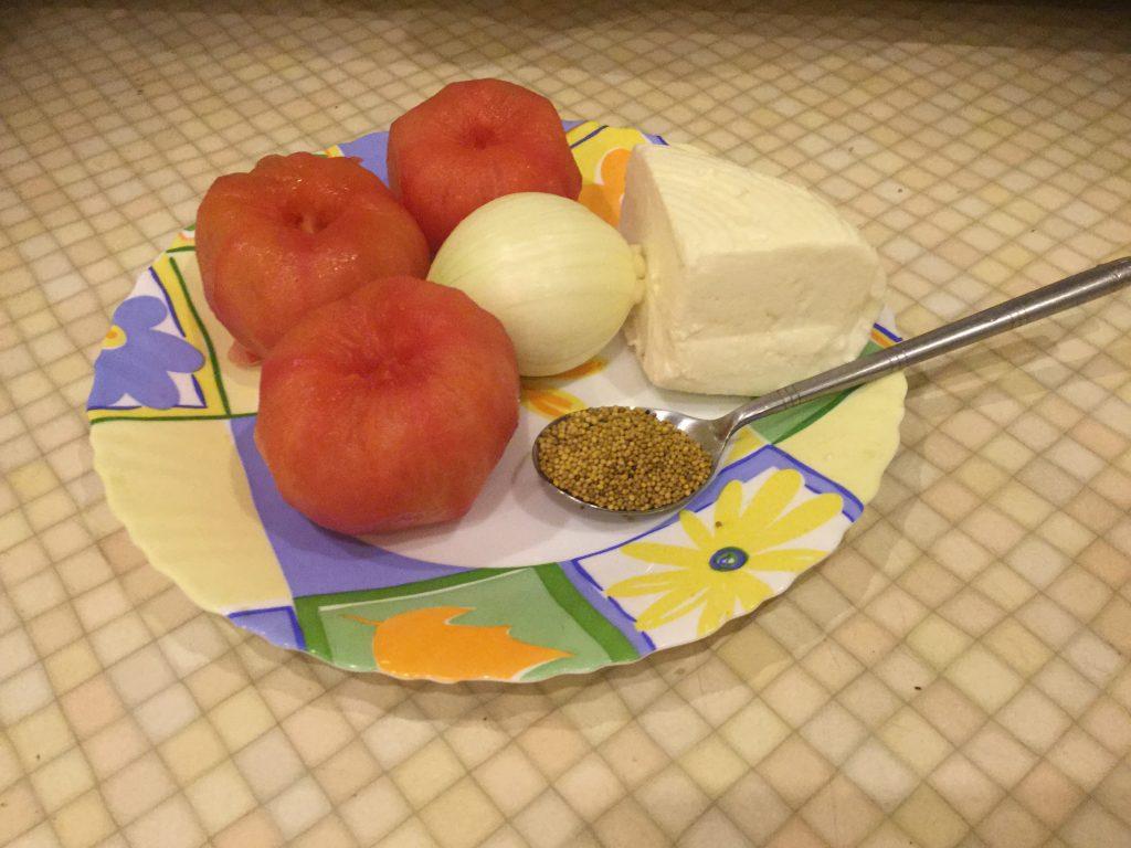 Фото рецепта - Сыр, жареный с помидорами - шаг 1