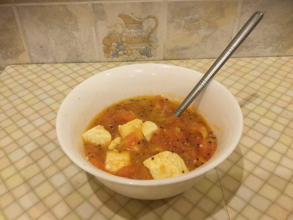 Фото рецепта - Сыр, жареный с помидорами - шаг 6