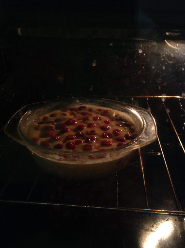 Фото рецепта - Пирог с вишней - шаг 4