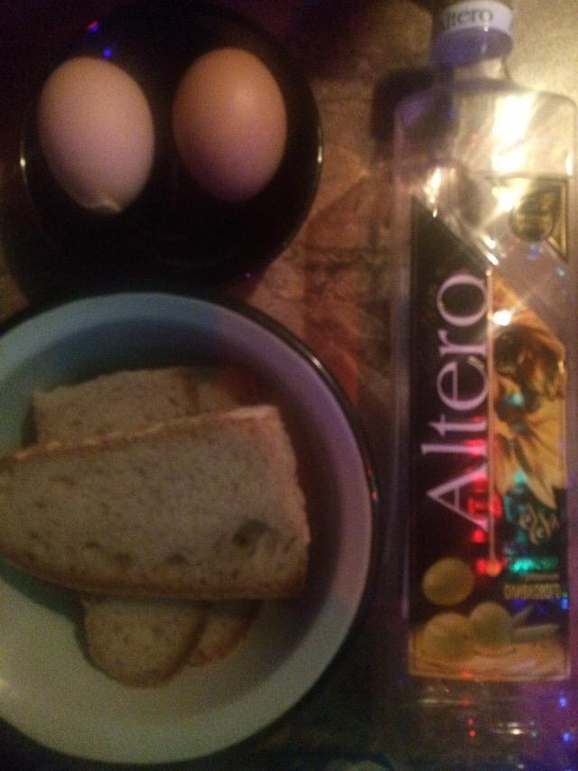 Фото рецепта - Домашние гренки с яйцом – вкусный завтрак - шаг 1
