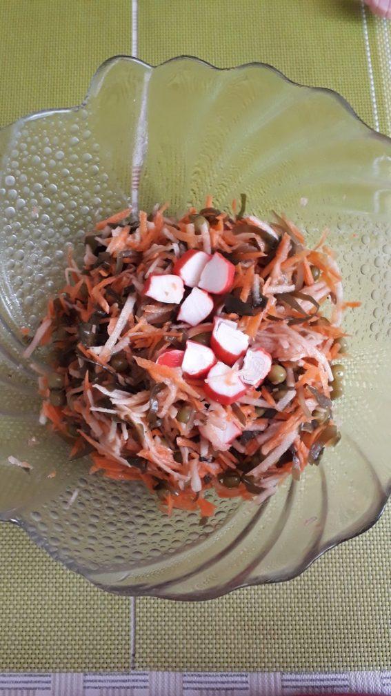 Фото рецепта - Салат «Морской бриз» с крабовым мясом - шаг 4