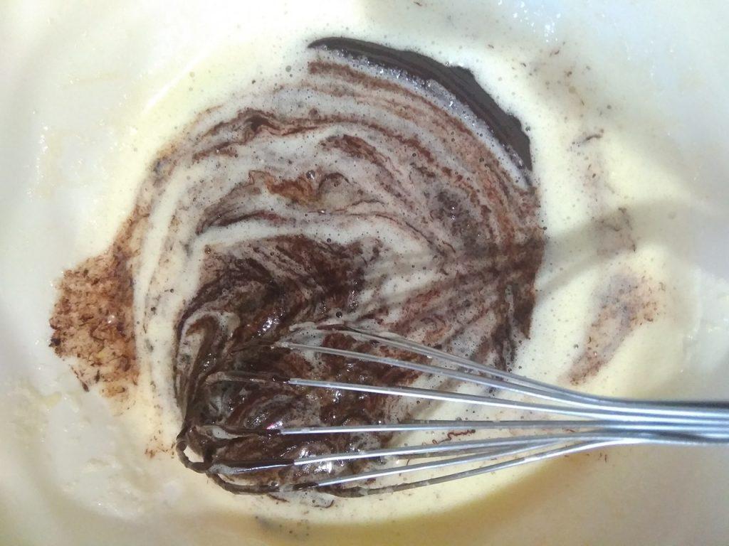 Фото рецепта - Пирожное Брауни с какао-порошком - шаг 2