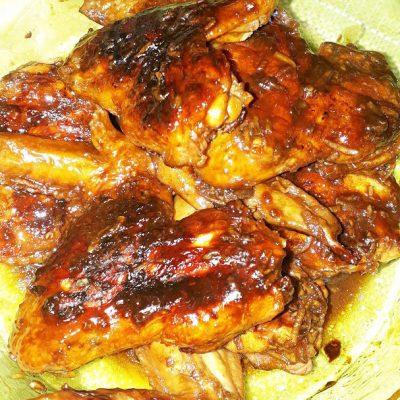 Куриные крылышки в маринаде из соевого соуса на гриле - рецепт с фото