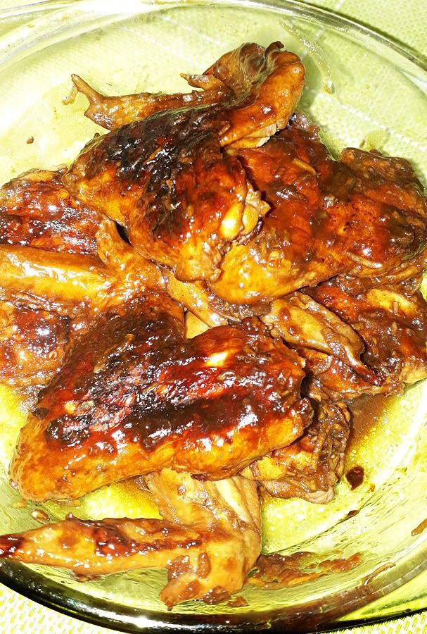 Куриные крылышки в маринаде из соевого соуса на гриле