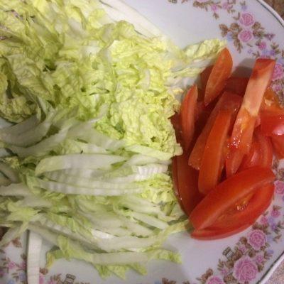 Фото рецепта - Домашняя шаверма с курицей и томатами - шаг 5