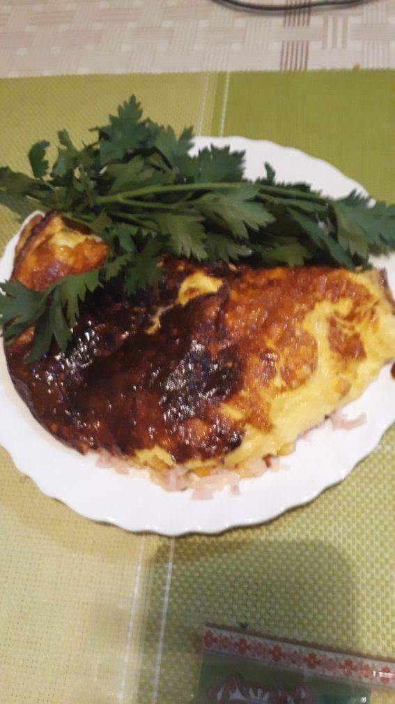 Фото рецепта - Закрытый омлет с кукурузой и ветчиной - шаг 3