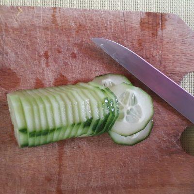 Фото рецепта - Освежающий овощной салат «Нежность» - шаг 2