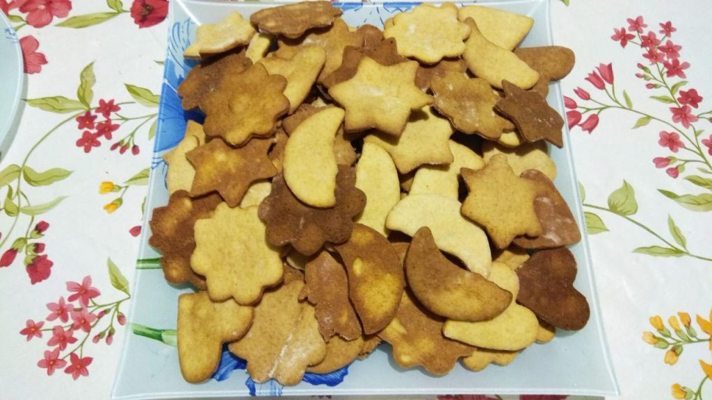 Фото рецепта - Домашние сладкие крекеры из песочного теста - шаг 8