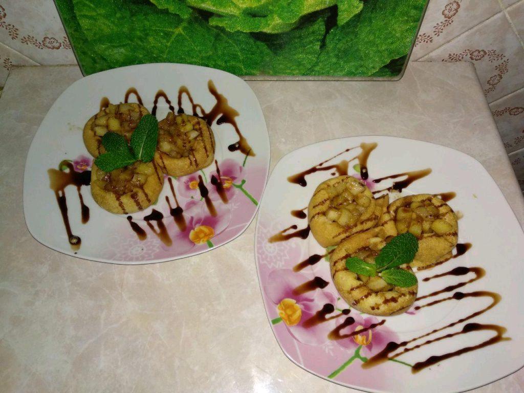 Фото рецепта - Блинчики на молоке с яблоками и корицей - шаг 7