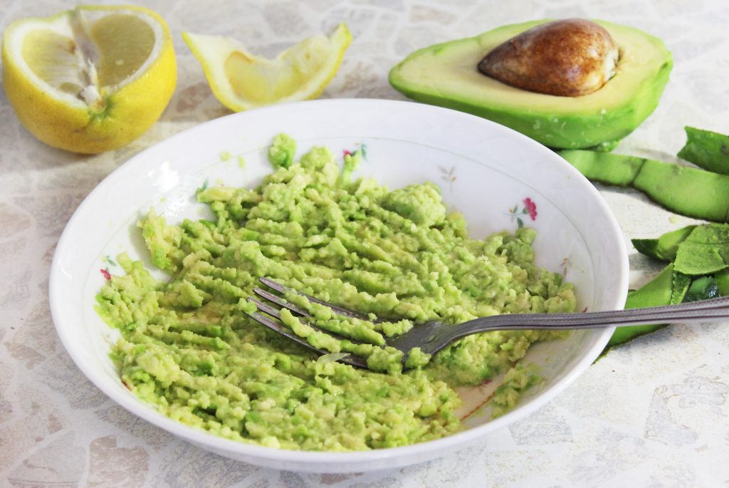 Фото рецепта - Слоеный порционный салат с тунцом и авокадо - шаг 5