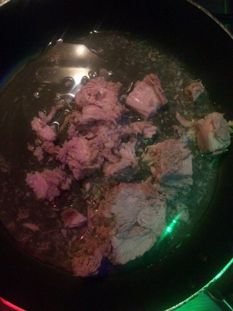 Фото рецепта - Самая вкусная паста – макароны с тунцом - шаг 2