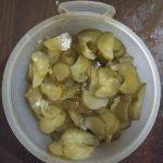 Фото рецепта - Быстрый салат из маринованных огурцов - шаг 2