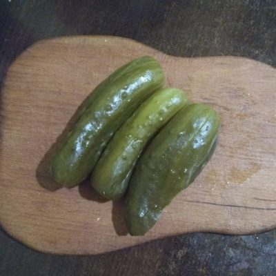 Фото рецепта - Быстрый салат из маринованных огурцов - шаг 1
