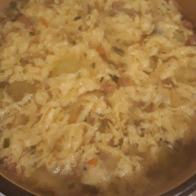 Фото рецепта - Яичный японский суп с лапшой и сельдереем - шаг 4