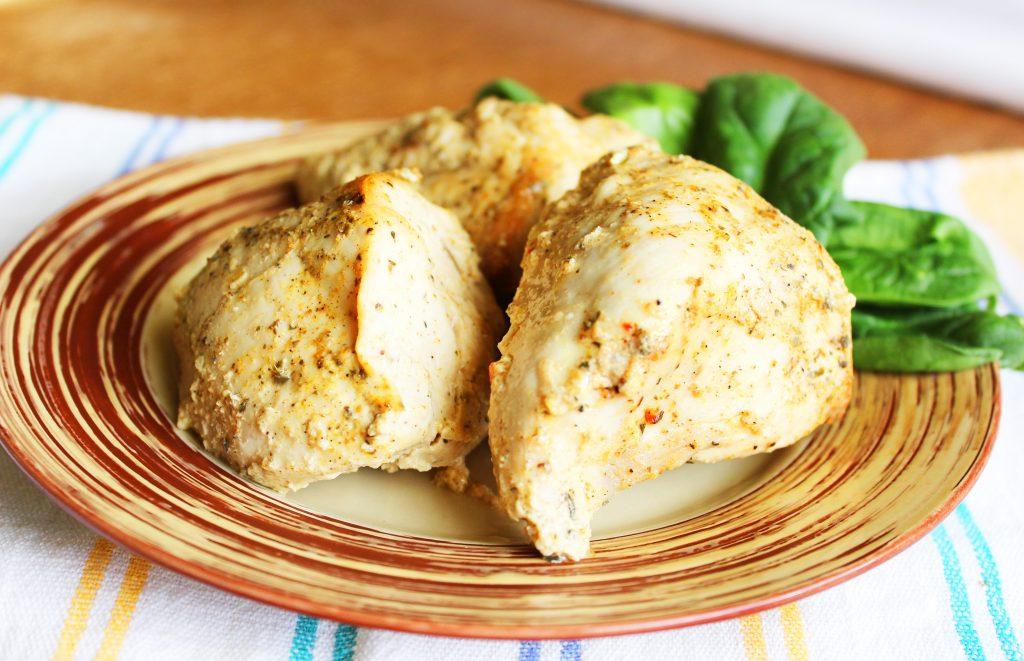 Фото рецепта - Запеченное куриное филе в пакете в сметане – простой рецепт - шаг 6