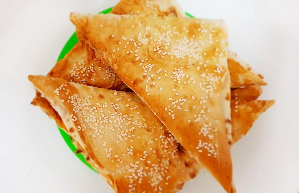 """Фото рецепта - """"Ленивые"""" хачапури с творожно-сырной начинкой - шаг 7"""