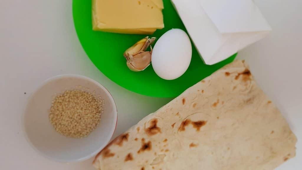 """Фото рецепта - """"Ленивые"""" хачапури с творожно-сырной начинкой - шаг 1"""