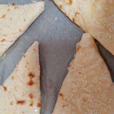 """Фото рецепта - """"Ленивые"""" хачапури с творожно-сырной начинкой - шаг 6"""
