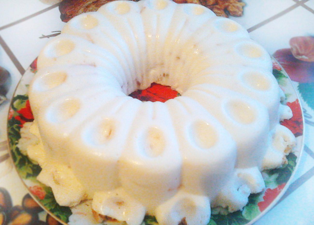 Вкуснейший торт без выпечки со сметаной, печеньем и яблоком