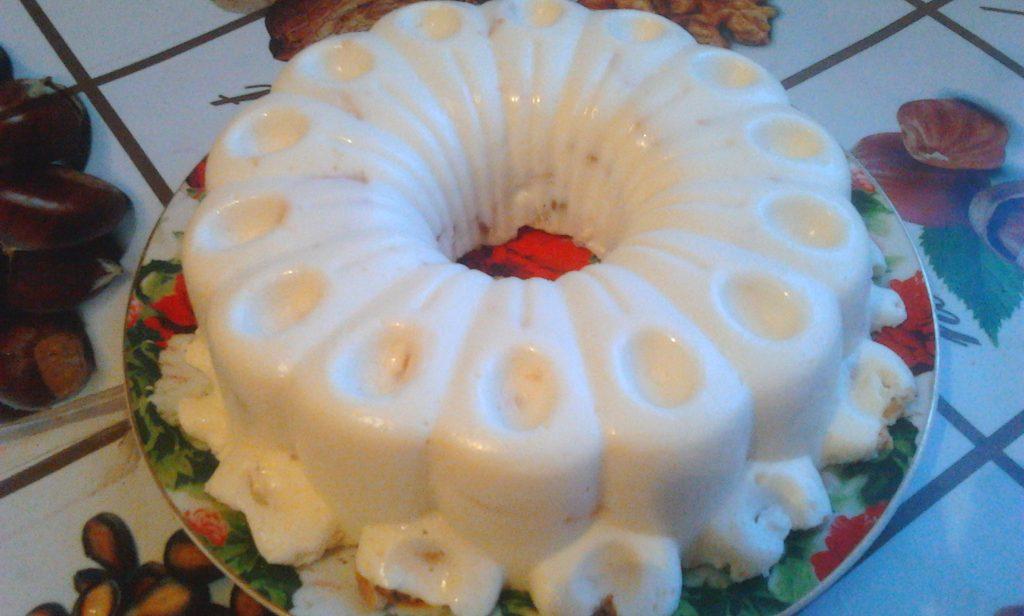 Фото рецепта - Вкуснейший торт без выпечки со сметаной, печеньем и яблоком - шаг 9