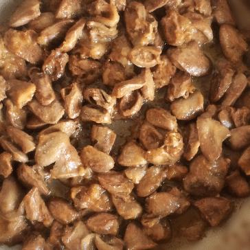 Фото рецепта - Куриные сердечки с устричным соусом - шаг 5