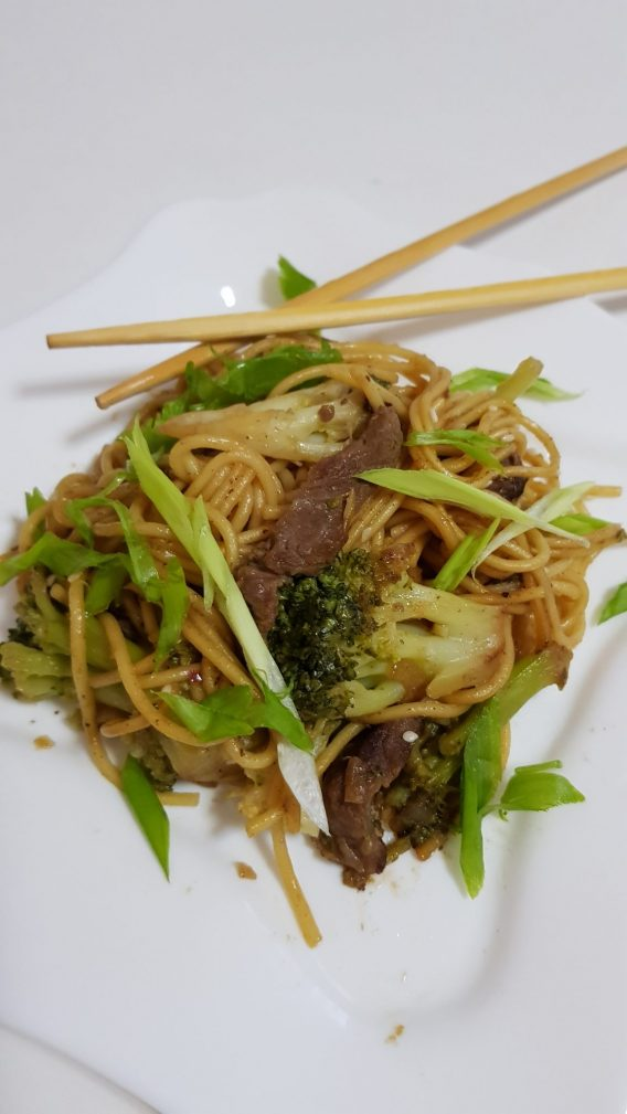 Фото рецепта - Яичная лапша с говядиной и брокколи в соусе терияки - шаг 6