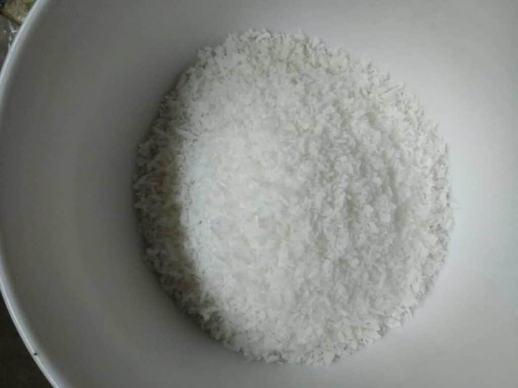 Фото рецепта - Печенье из кокосовой стружки - шаг 1