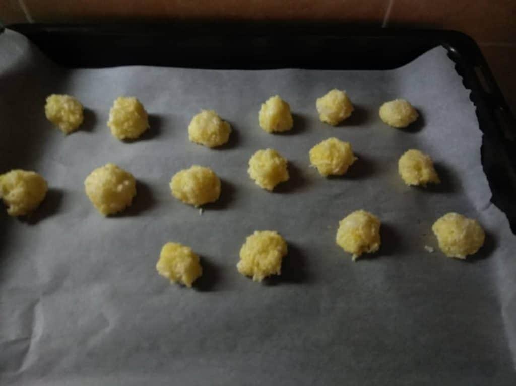 Фото рецепта - Печенье из кокосовой стружки - шаг 5