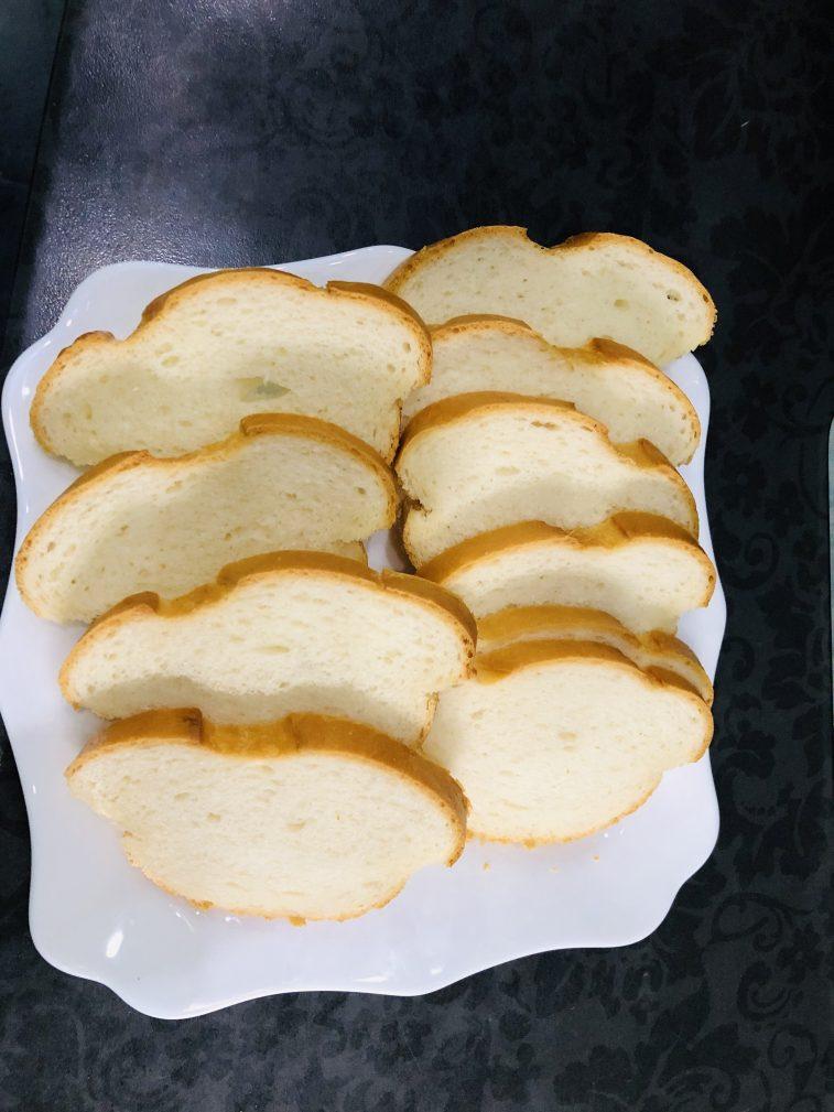 Фото рецепта - Бутерброды со шпротами - шаг 2